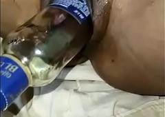 मेरी बीवी ज्योती चुत में दारू की बोतल डालती है