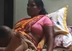 Eye dialect guv'nor licks Desi maid's pussy