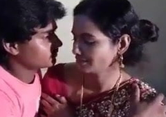Hot Indian Aunty Make Out Video