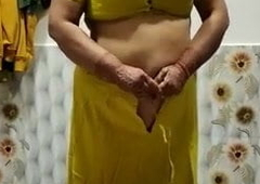 Indian Mature Aunty Changing Clothes