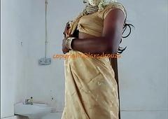 Indian sexy crossdresser Lara D'Souza saree video