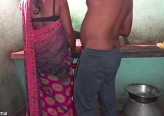 Desi  Maid Ko Makaan Malik Ne Pantry Me Choda Saree Uthaka
