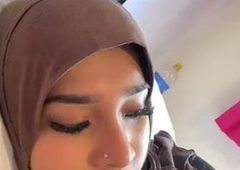 Hijab wearing girl breaks her fast with dick