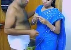 pati ke office jane ke baad kirayedar uncle se chudi bhabhi