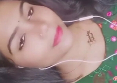 Bangladeshi sexy girl showing her boobs on live video