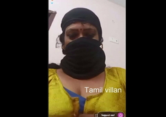 Tamil aunty showing her hot body dancing