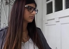 Stunning Arab Babe Mia Khalifa Enjoys The brush Designing Unconscionable Triplet