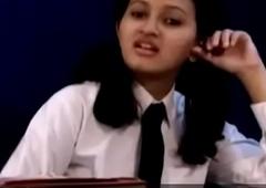 Teen indian school ungentlemanly removing her school threads Affixing 1- pornvala.com